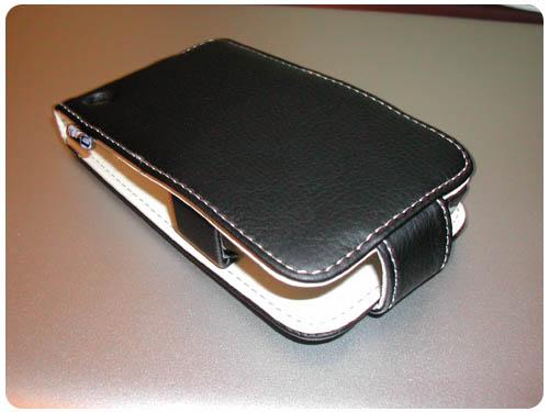 4 Test   Proporta : Housse Simili Cuir Noir / Blanc pour iPhone 3G / 3GS