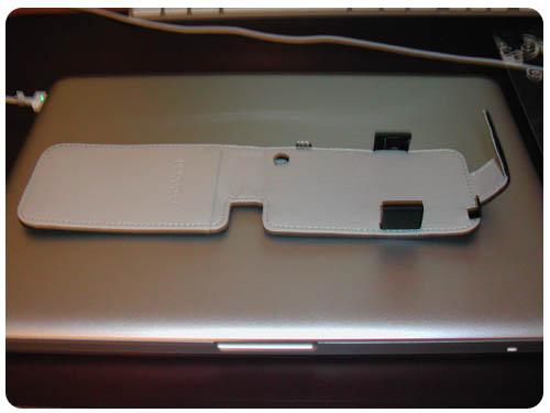 5 Test   Proporta : Housse Simili Cuir Noir / Blanc pour iPhone 3G / 3GS
