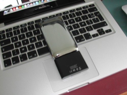 DSCN4361 500x375 iPhBoutique   Test batterie externe 1000 mAh iPhone 1G 3G / iPod Touch 1G 2G 3G