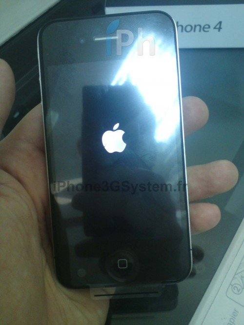 33 500x666 News Exclue iPh   iPhone 4 : Photos des stocks opérateurs français