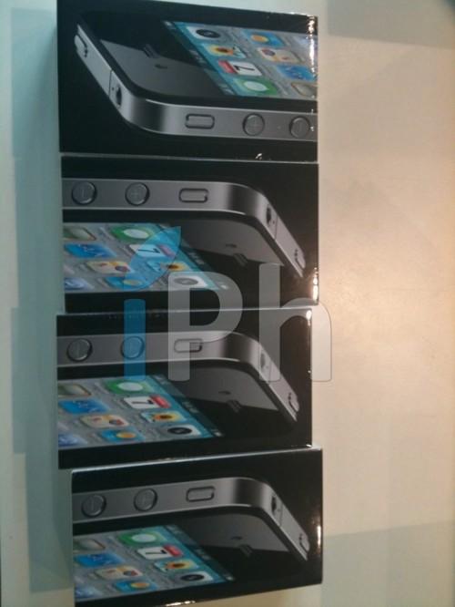 86217939 500x666 Vidéo   iPhone 4 : Déballage pour iPhone3GSystem