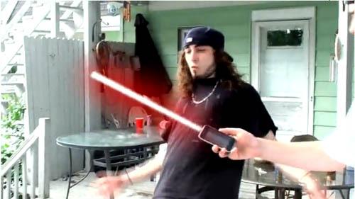Capture d'écran 2010 06 19 à 13.08.18 Humour   LiPhone 4 fait sabre laser [Video]