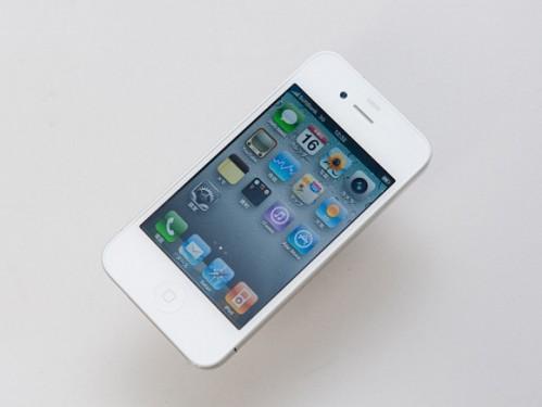 white2 499x375 News   iPhone 4 : Premières photos du modèle blanc
