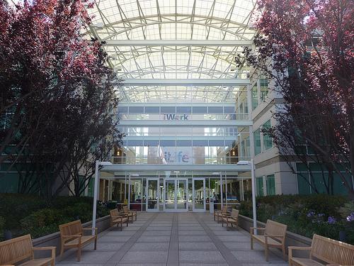 apple campus Rumeur   Steve Jobs a été vu à la sortie dun Apple Store en bonne santé