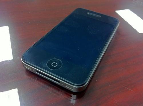 air force iphone 600 500x373 Humour   Un iPhone 4 a fait une chute de 300 mètres