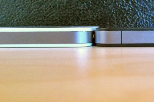 6765464896 News   LiPhone 4 blanc est plus épais que liPhone 4 noir