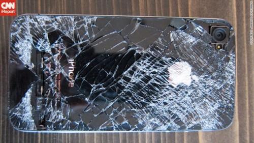 iphone4 500x281 News   Un iPhone 4 survit à une chute de 4100 mètres
