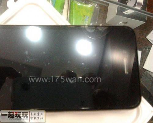 iphone5 face avant 500x402 Rumeurs   Une photo du dos de liPhone 5 ?