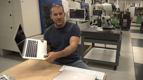 132 Steve Jobs couronne Jony Ive