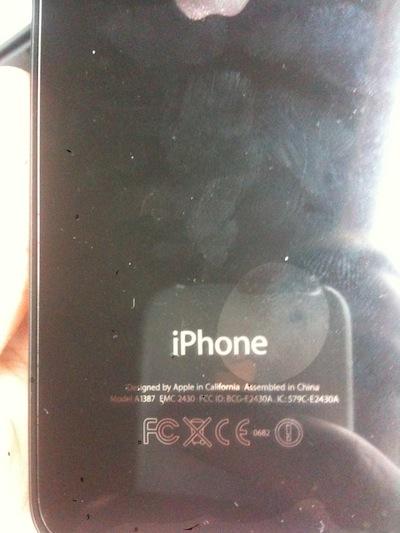 ip4sl5 Un propriétaire allemand reçoit son iPhone 4S