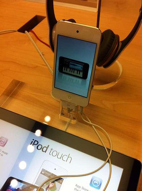 ipodtouchblanc LiPod touch blanc fait son apparition dans les Apple Stores