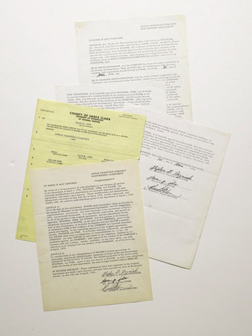 65645 Le contrat dApple vendu 1,6 millions de dollars