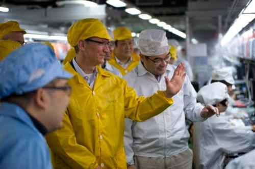 rdn 4f73bc112a0eb 570x379 Tim Cook en visite dans une usine de Foxconn