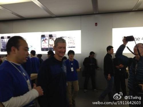 timcookbeijing 120326 Tim Cook en visite dans un Apple Store en Chine