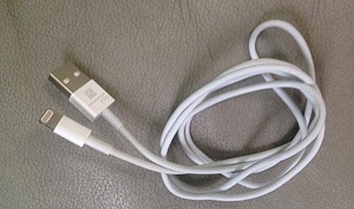 cable Des photos du supposé câble de synchronisation de liPhone «5»