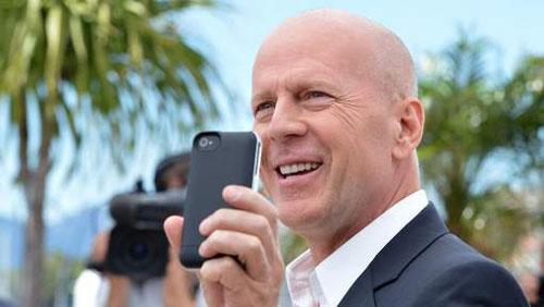 bruce willis apple Bruce Willis veut attaquer Apple en justice