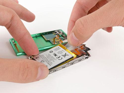 batterie LiPod Nano 7G démonté par iFixit
