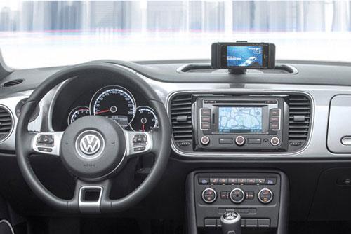 ibeetle 628 iBeetle : Volkswagen intègre liPhone dans la new Beetle