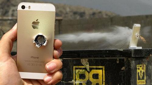iPhone 5s crash test Crash test : LiPhone 5S face à un fusil sniper