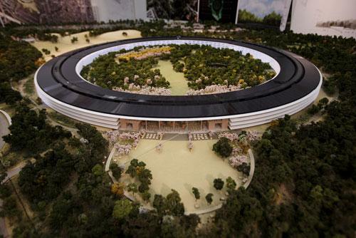 spaceship model 1 Apple dévoile la maquette 3D de son futur campus