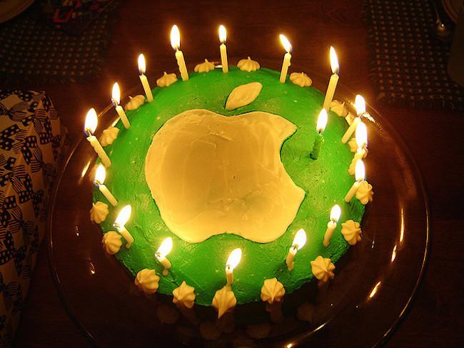 gateau iPhone Joyeux anniversaire Apple !