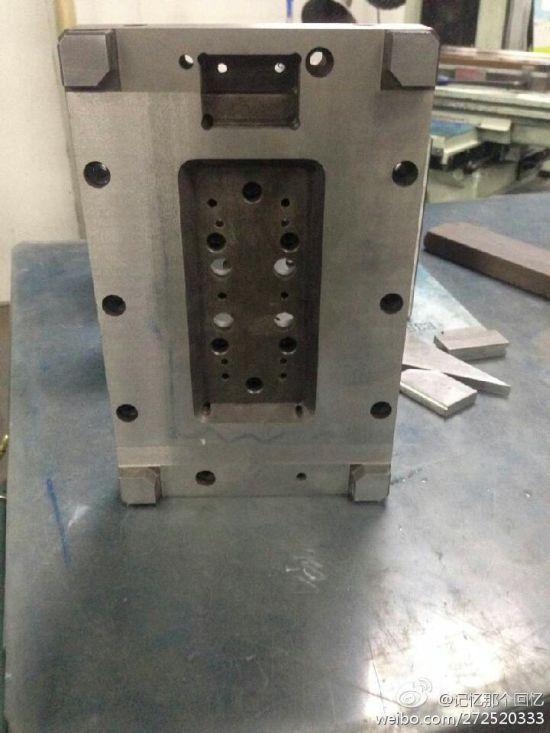 iPhone 6 schematics manufacturing equipment 001 Les moules diPhone 6 indiquent un écran de 4,7 pouces