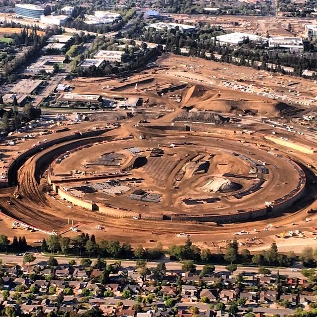 iSpaceship aerial photo undeground tunnels Ron Cervi 001 Nouvelle photo aérienne du futur campus dApple