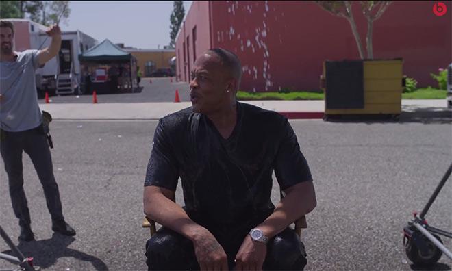 Dr. Dre ALS ice bucket challenge Dr. Dre relève le défi du seau d'eau glacé sur la tête