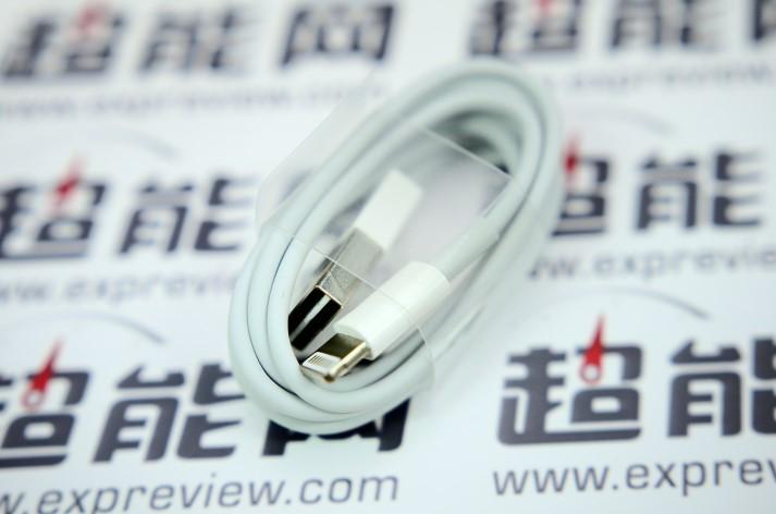 Lightning to USB cable fully reversible EXPreview 002 Le nouveau câble Lightning avec USB réversible confirmé ?