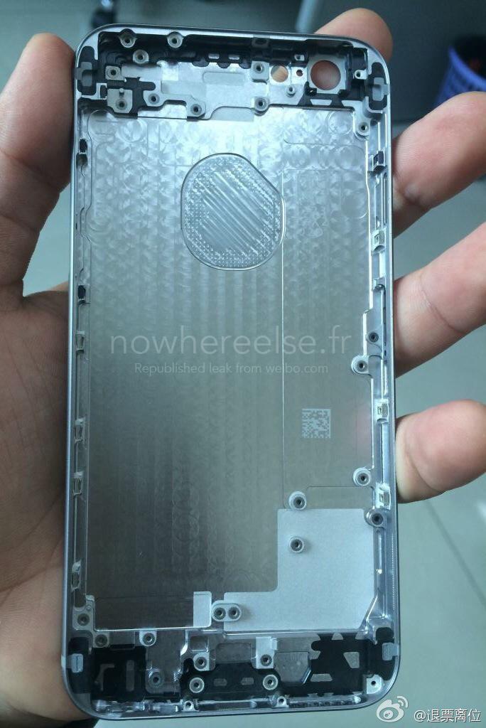 iPhone 6 Battery Door 02 La coque arrière de liPhone 6 se précise (encore) un peu plus...