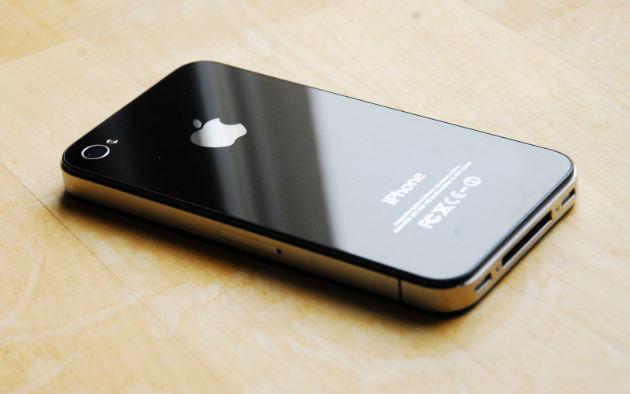 182733 iphone4s2 e1409584922466 iPhone 8 : un design similaire à liPhone 4/4s et un APN vertical se confirment