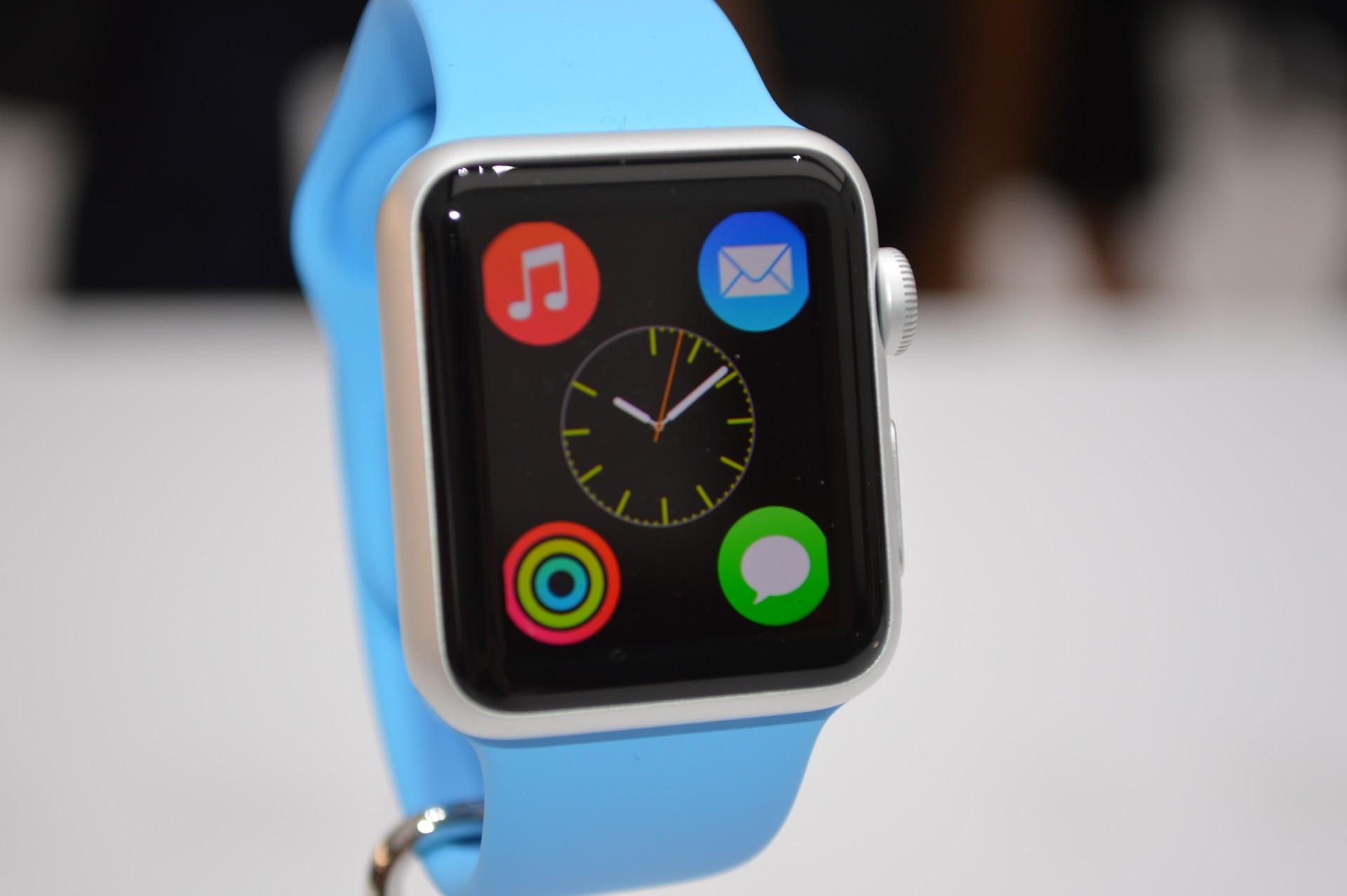 iWatch options e1410300251456 La directrice de Guess Watches souhaite la bienvenue à la montre d'Apple !