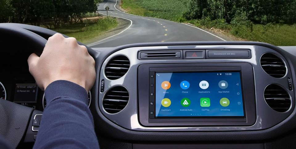 Parrot RNB6 compatible CarPlay Android Auto Parrot présente son autoradio RNB6 compatible CarPlay