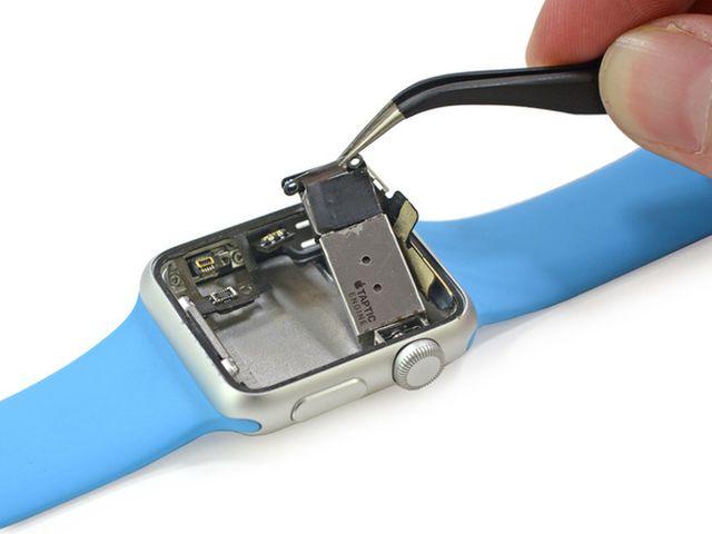 4CwRmpPTEYEwoVkw1 iFixit démonte lApple Watch Sport en direct