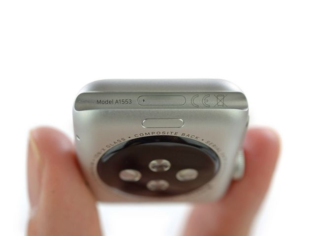 QVZGgKi5POpvWafs1 iFixit démonte lApple Watch Sport en direct