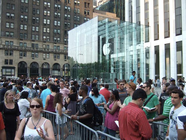 apple store file d attente Angela Ahrendts ne veut plus de files dattentes devant les Apple Store