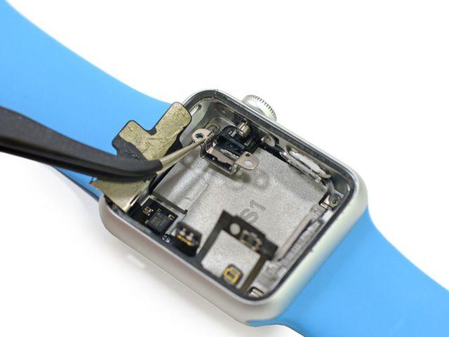 iexSg4T2BVg1D4uh iFixit démonte lApple Watch Sport en direct