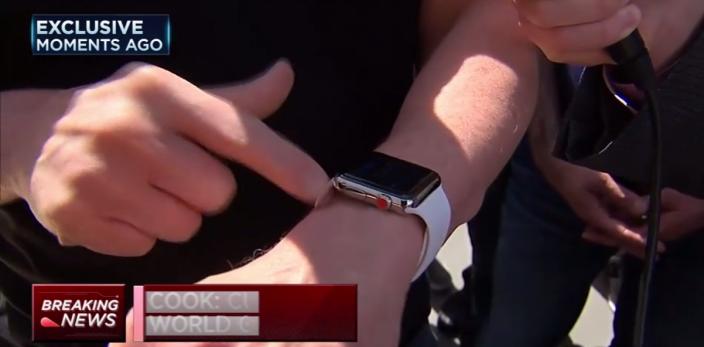 image Apple Watch Red Crown Tim Cook Tim Cook était hier à lApple Store de Palo Alto