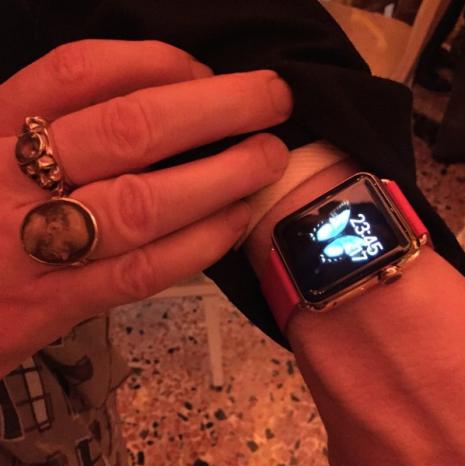 screen shot 2015 04 17 at 7 22 37 pm Des bracelets Apple Watch inédits aperçus à Milan