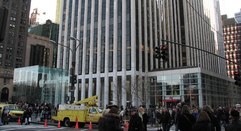 Apple Store Fifth Avenue FAO Schwarz 800x436 Apple va renover lun de ses plus emblématiques Store des Etats Unis