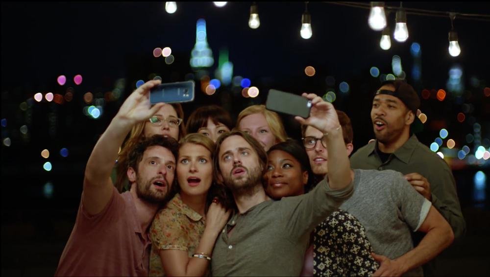 S6 Selfies Samsung compare encore (et encore) son S6 à liPhone 6