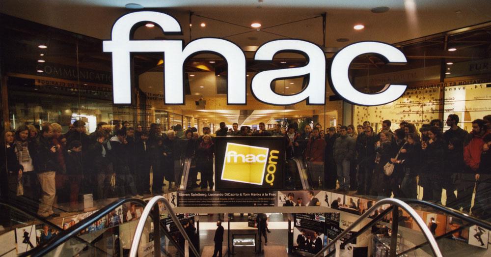 FNAC CHAMPS ELYSEE LApple Watch est disponible en location à la FNAC
