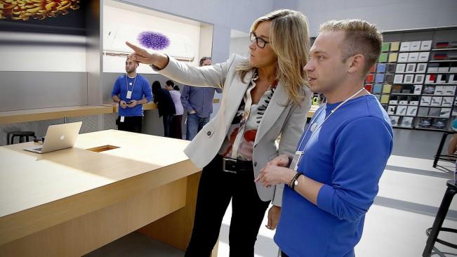 angela ahrendts e1440497106928 Angela Ahrendts veut vendre l'Apple Watch aux étudiants