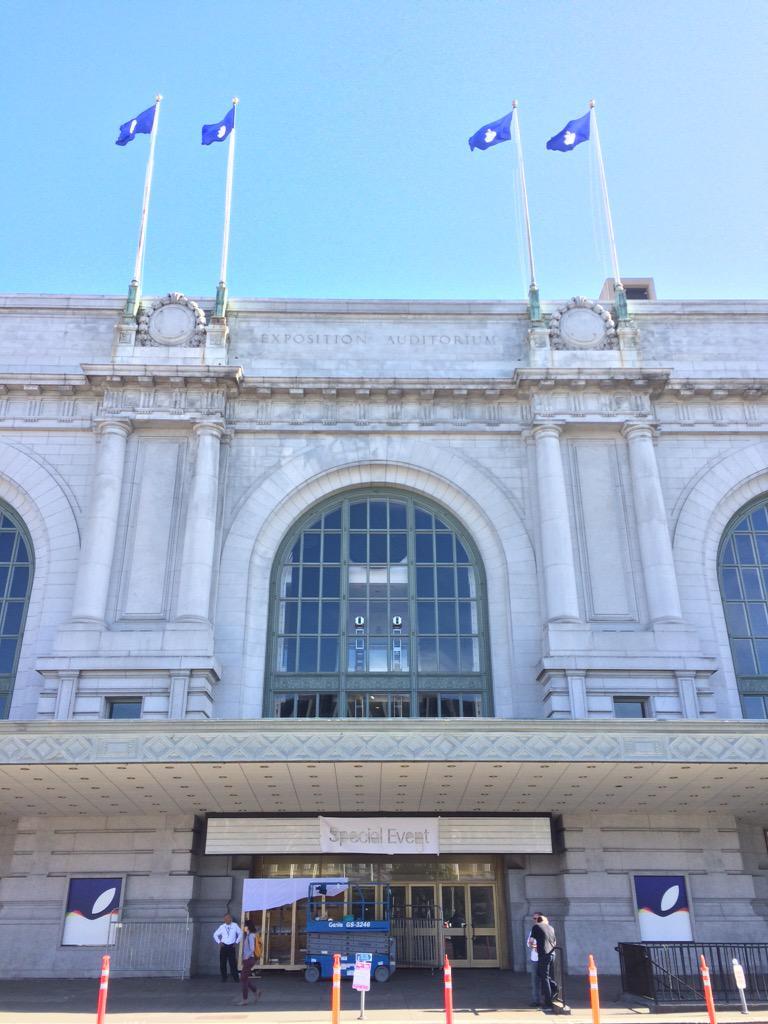 Le Bill Graham Civic Auditorium shabille pour le keynote