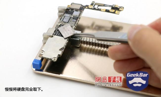 geekbar memoire e1446712358162 Chine : une mystérieuse échoppe augmente le stockage des iPhone