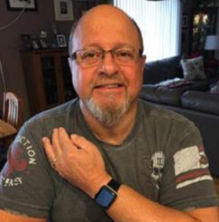 Dennis Anselmo 320x324 Insolite : lApple Watch sauve une nouvelle vie dune crise cardiaque