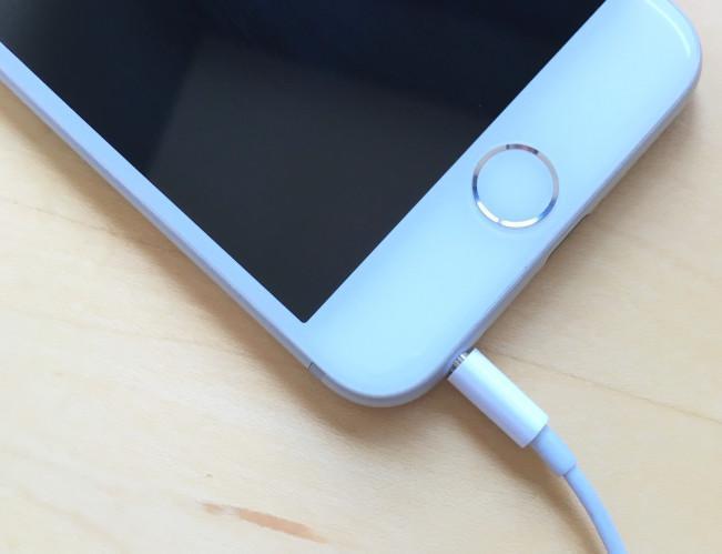 iphone jack e1458221792375 Tutoriel : que faire si votre iPhone est bloqué en mode écouteurs ?