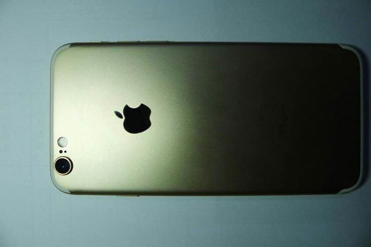 iphone 7 fuite iPhone 7 : photos fuitées de son dos et sa boite