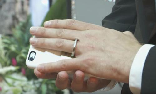 mariage iphone 500x303 [Vidéo] Insolite : un Américain se marie avec son iPhone