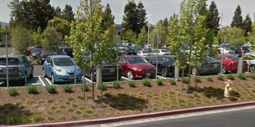 tesla cupertino e1470986952259 Les employés dApple adorent rouler en Tesla